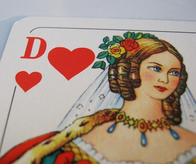 queen-of-hearts-deluxe